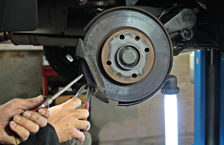 Diagnostyka samochodowa określa stan pojazdu i wykazuje usterki